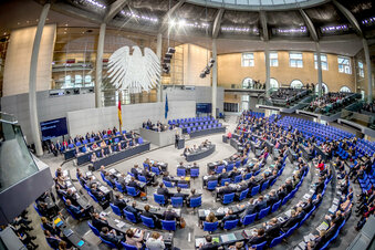 Bundestag beschließt flexibleres Elterngeld