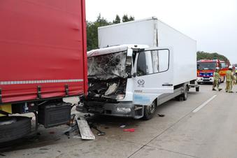 Langer Stau nach Lkw-Unfall auf A4 bei Dresden