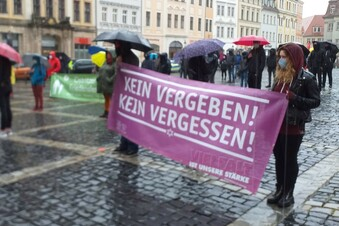 Demonstration im Dauerregen