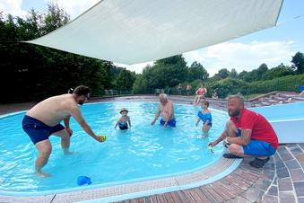Jonsdorf: Sonnensegel zur Bad-Eröffnung