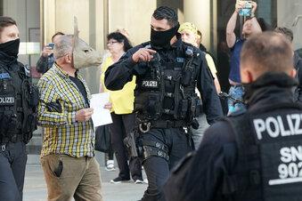 Polizei löst Proteste in Chemnitz auf