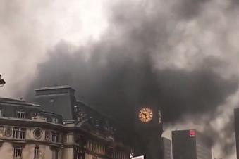 Rauchwolken über Pariser Fernbahnhof