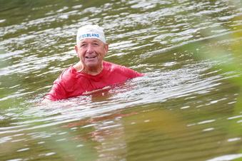 72-Jähriger schwimmt täglich in der Elbe
