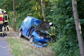 Nach Unfall im Auto eingeklemmt