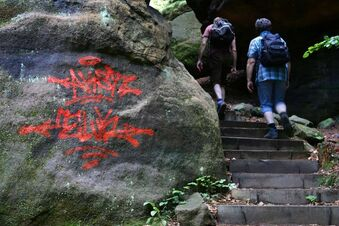 Wieder Graffiti am Kletterfelsen