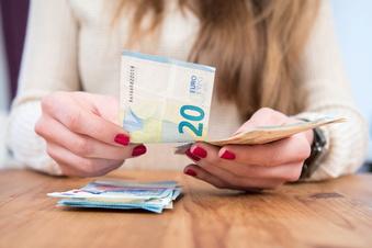 Deutsche sparen für bessere Zeiten