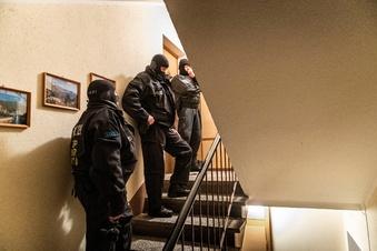 Razzia: Waffen bei Schatzsuchern gefunden