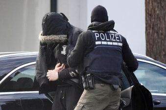 Zwei Mitglieder rechter Terrorzelle in U-Haft