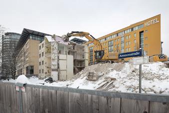 Finale beim Hochhaus-Abriss hinter Dresdner WTC