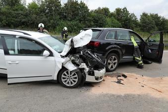 Langer Stau nach Unfall auf Autobahn 4