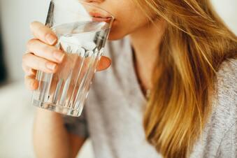 Hinsetzen und Wasser trinken