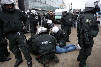 Ausschreitungen bei Demos in Wuppertal