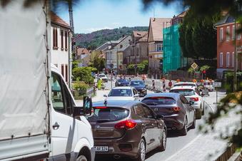 Darum staut es sich jetzt in Neukirch an mehreren Stellen