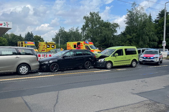 Unfall mit drei Autos in Dresden