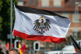 Linke fordert Verbot der Reichskriegsflagge