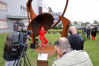 Rekordversuch im roten Anzug