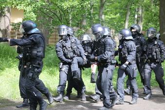 Als Polizist mitten in den Dynamo-Krawallen