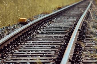 Mann nach Unfall am Bahngleis verletzt