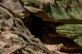 Übers Wasser, durch Felsen