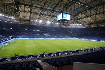 Eine große Kulisse bei Dynamos Spiel auf Schalke