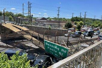 USA: Brücke kollabiert über Autobahn