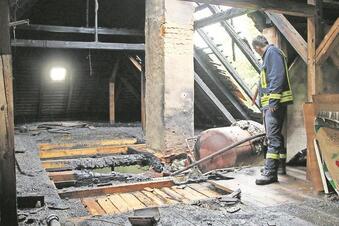 Großbrand im ehemaligen Aropharm-Werk