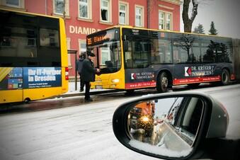 Schnee in Dresden: Busse rutschen