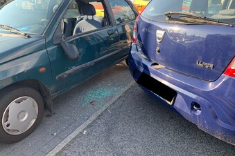 Döbeln: Rentner demoliert Renault beim Einparken