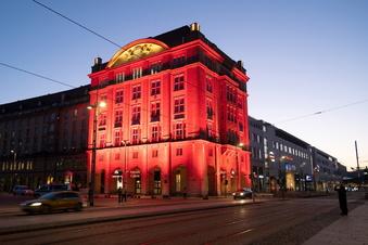 Darum leuchtete die Dresdner Altmarktgalerie rot