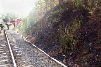 Bahndamm brennt an zwei Stellen