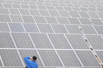 Kilometerlanger Solarpark an der A 4?