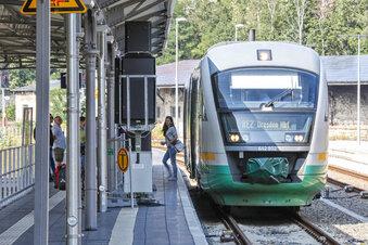 Mann verhindert, dass Zug abfahren kann