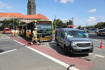 Unfall im Dresdner Zentrum behindert Busse und Bahnen