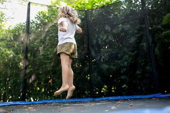 So springen Kinder sicher Trampolin