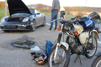 Junger Mann bei Mopedunfall verletzt