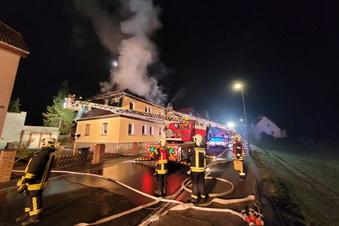 Riesa: Wohnhaus steht in Flammen