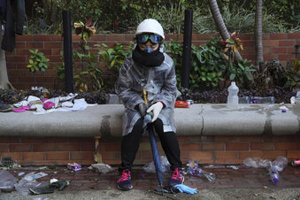 Hongkong: Streit um Vermummungsverbot