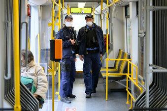 Maskenmuffel: Mann wird in Tram aggressiv
