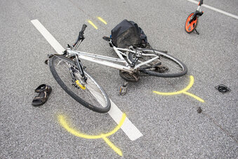 Waldheim: Radler weicht Pkw aus und stürzt