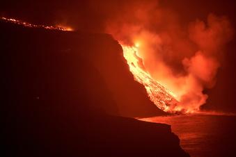 Lava bringt das Meer vor La Palma zum Kochen