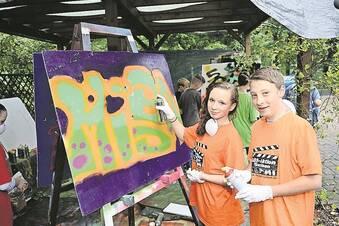 Demokratiemeile mit Graffiti und Beatbox