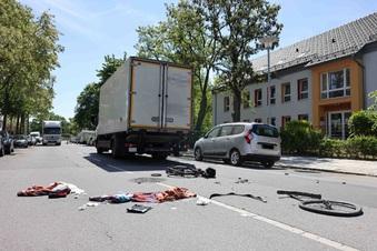 Dresden: Radfahrer von Lkw schwer verletzt