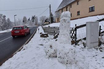 Obskure Schneeskulpturen in Luchau