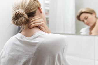 Was bei Nackenschmerzen wirklich hilft