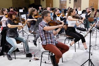 Besonderes Orchester spielt in neuer Zittauer Werkhalle