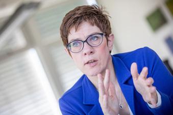 CDU-Chefin wird Verteidigungsministerin