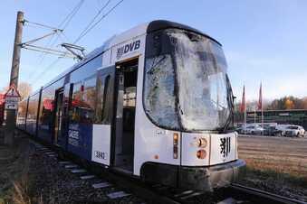 Lkw kollidiert mit Straßenbahn in Dresden
