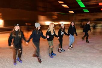 Saisonstart: Erste Eisdisco in Jonsdorf