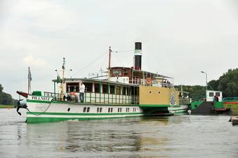 Geisterzug trifft Geisterschiff in Dresden
