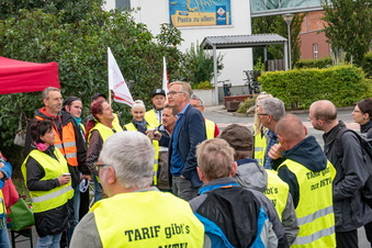 Linke-Spitzenpolitiker bei Teigwaren-Streik